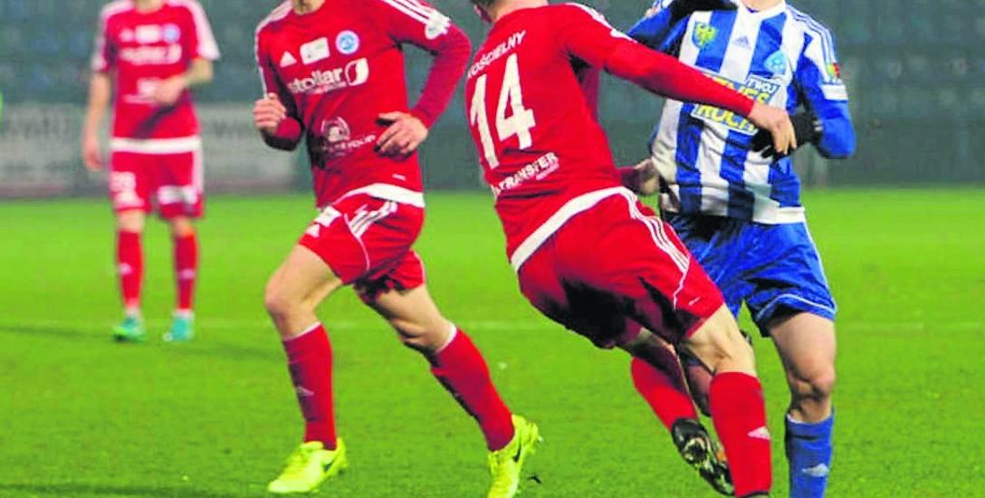 Wigry Suwałki (na czerwono) w trzech ostatnich meczach wyjazdowych dwa razy zremisowały i raz wygrały