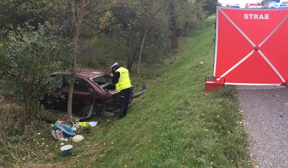 Film do artykułu: Tragedia w Piotrkowicach. W wypadku zginęła kobieta. Jechała z...pijanymi synami. Krajowa trasa była zablokowana [WIDEO, ZDJĘCIA]