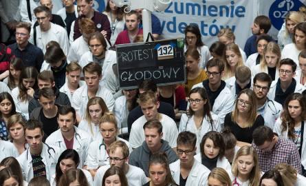 Protest lekarzy rezydentów trwa już 12 dni.