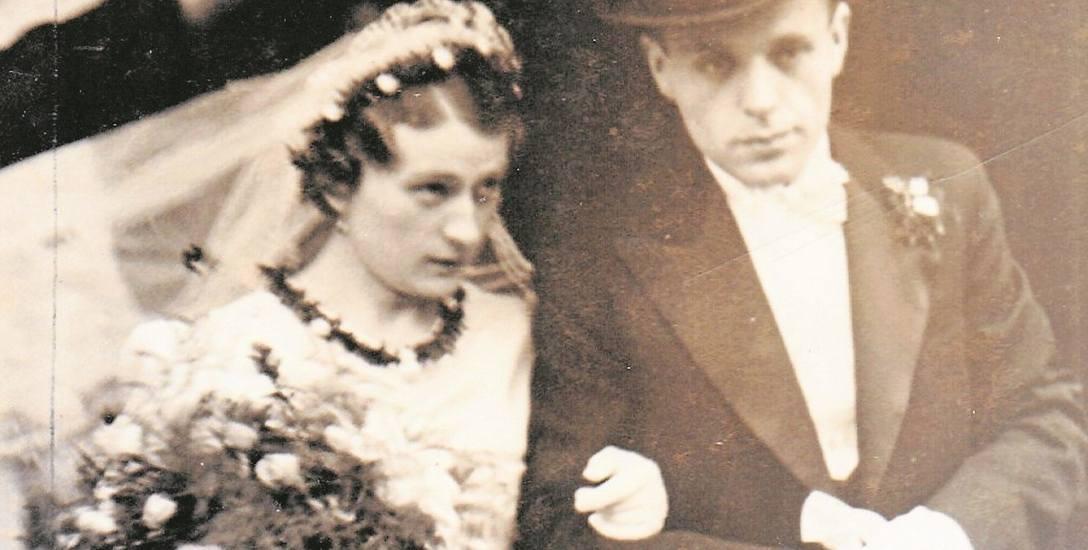 20 października 1938. Irena w wytwornej białej sukni, Walter w szykownym smokingu i modnym cylindrze. Ślub po raz pierwszy.