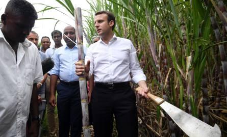 Emmanuel Macron w czasie wizyty na wyspie Reunion