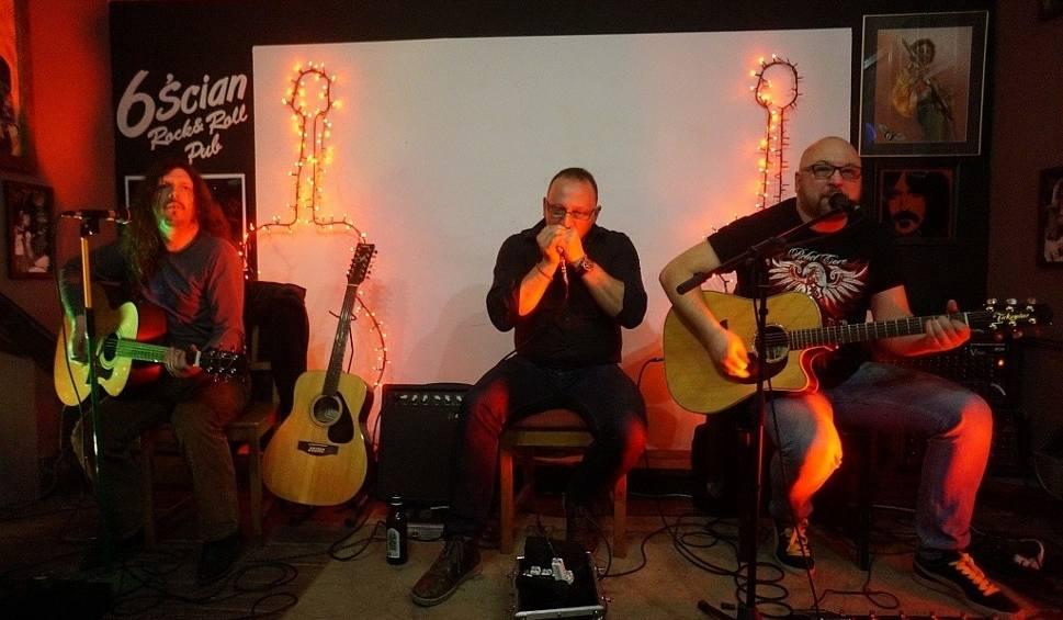 Film do artykułu: Pub 6-ścian. Tomek Kamiński, Andrzej Makarewicz i Marek Tymkoff akustycznie (zdjęcia, wideo)