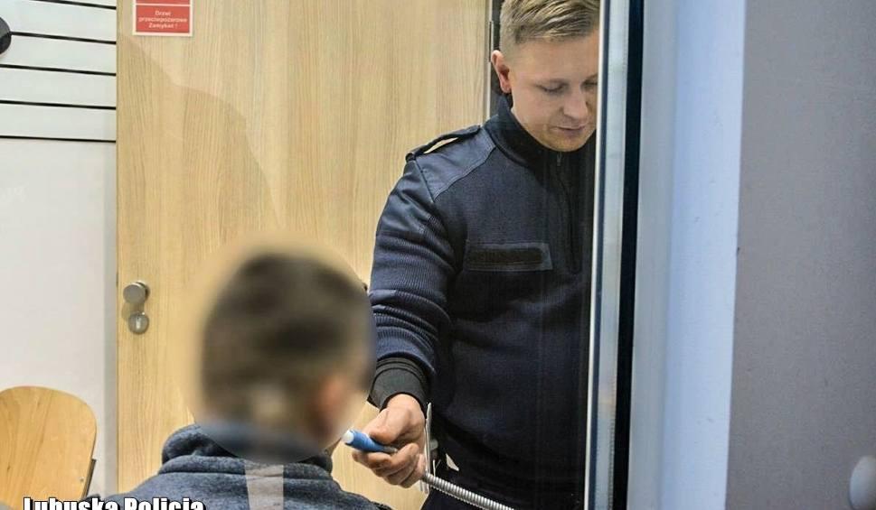 Film do artykułu: Kompletnie pijany kierowca spowodował kolizję drogowa w Szczawnie. Miał w organizmie ponad 2,5 promila alkoholu