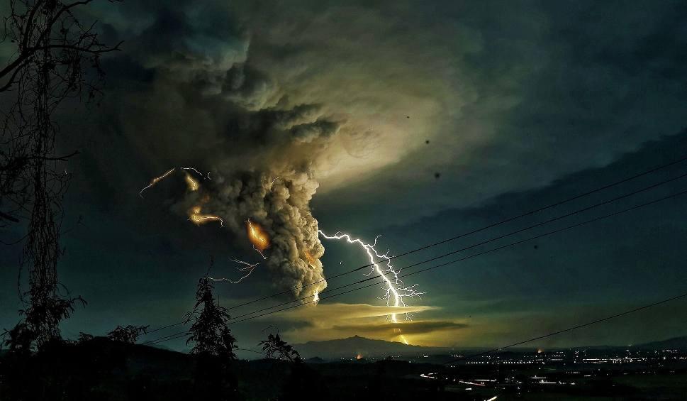 Film do artykułu: Filipiny: Wybuch wulkanu. Erupcja Taal [ZDJĘCIA] [WIDEO] Strach, zawieszone loty i nakazy ewakuacji [MAPA]