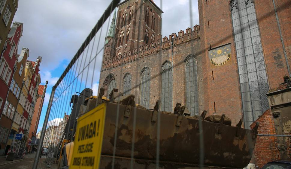 Film do artykułu: Rozpoczął się remont dachu bazyliki Mariackiej w Gdańsku [ZDJĘCIA]