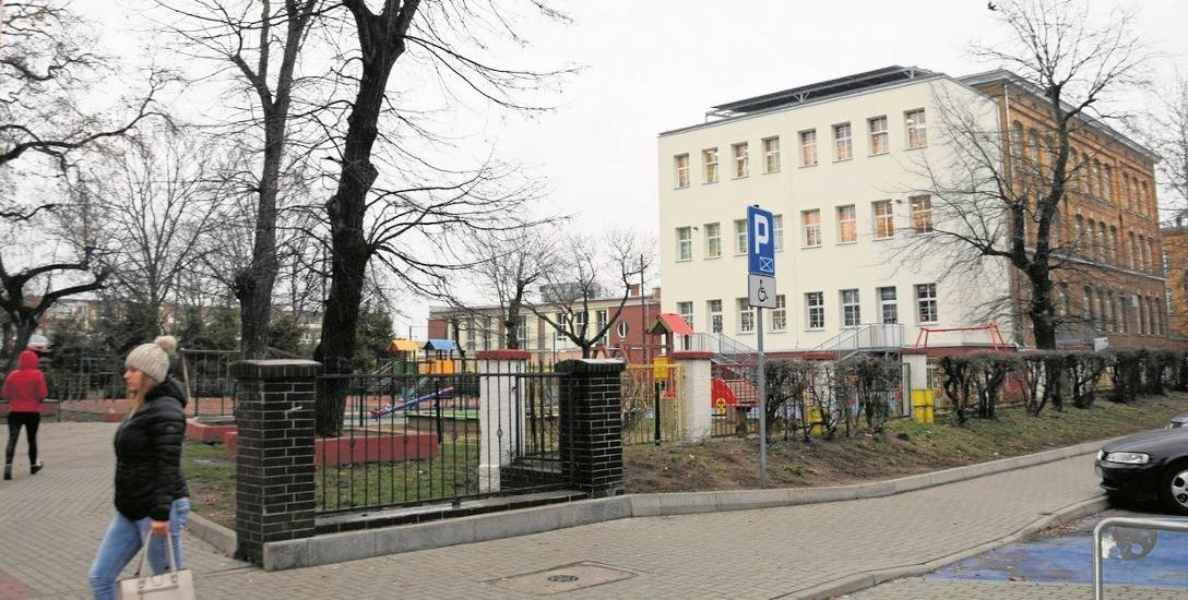 Szkoła Podstawowa nr 3 przeszła w ostatnich latach duże przemiany. Przed budynkiem powstał też plac zabaw dla mniejszych dzieci