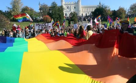 Stanowiska, pikieta. Sprawa karty LGBT wywołuje w Lublinie duże emocje
