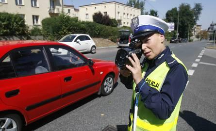 Użytkownicy CB-radia na drodze posługują się specyficznym językiem, który dla przeciętnego kierowcy może być niezrozumiały. Dzięki tej ściągawce slang