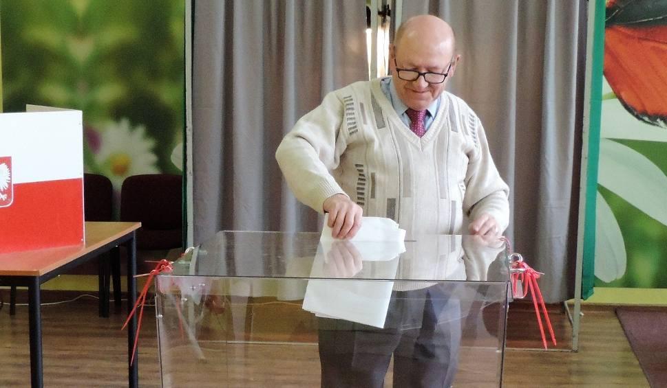 Film do artykułu: Nieoficjalnie: Marcin Barczykowski wygrywa wybory w Dąbrowie