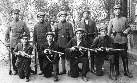 I powstanie śląskie,  sierpień 1919 roku. Powstańcom brak  było zwartej i jednolitej organizacji. Walki już w pierwszym dniu rozpadły się na wiele ognisk
