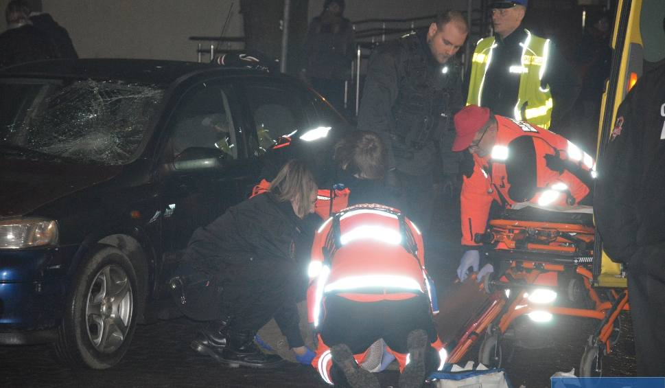 Film do artykułu: Wypadek w centrum Włocławka. Nieprzytomny mężczyzna w szpitalu [zdjęcia, wideo]