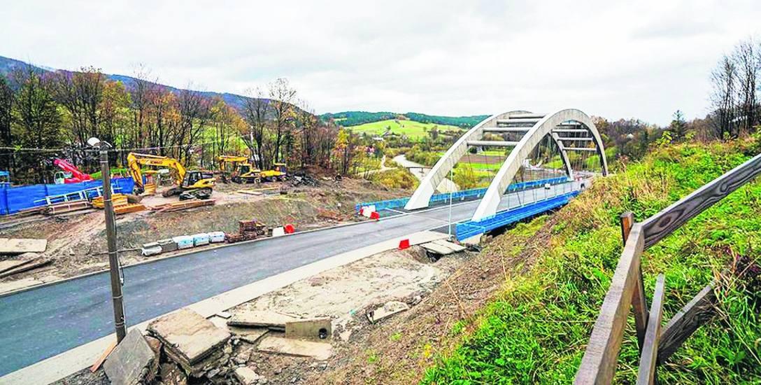 Osuwisko niszczące drogę wojewódzką w Kąclowej ustabilizowano w ubiegłym roku