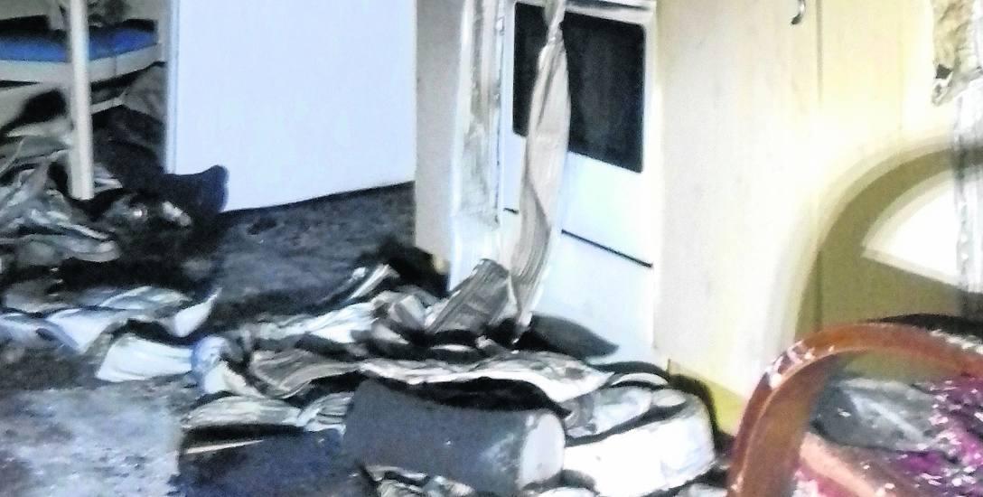 Pożar był w kuchni, zaraz obok był duży pokój, w którym byli bracia. Cały zadymiony - słyszymy w straży i od zarządcy budynku
