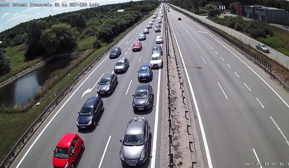 Film do artykułu: Wypadek z udziałem 3 aut na obwodnicy Trójmiasta! 18.07.2021 r. 2 osoby poszkodowane i utrudnienia