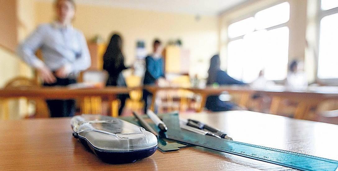 Kwestie moralne i etyczne zachowania pedagogów już reguluje Karta Nauczyciela. Zgodnie z zapisem, każdy nauczyciel powinien być wzorem dla uczniów
