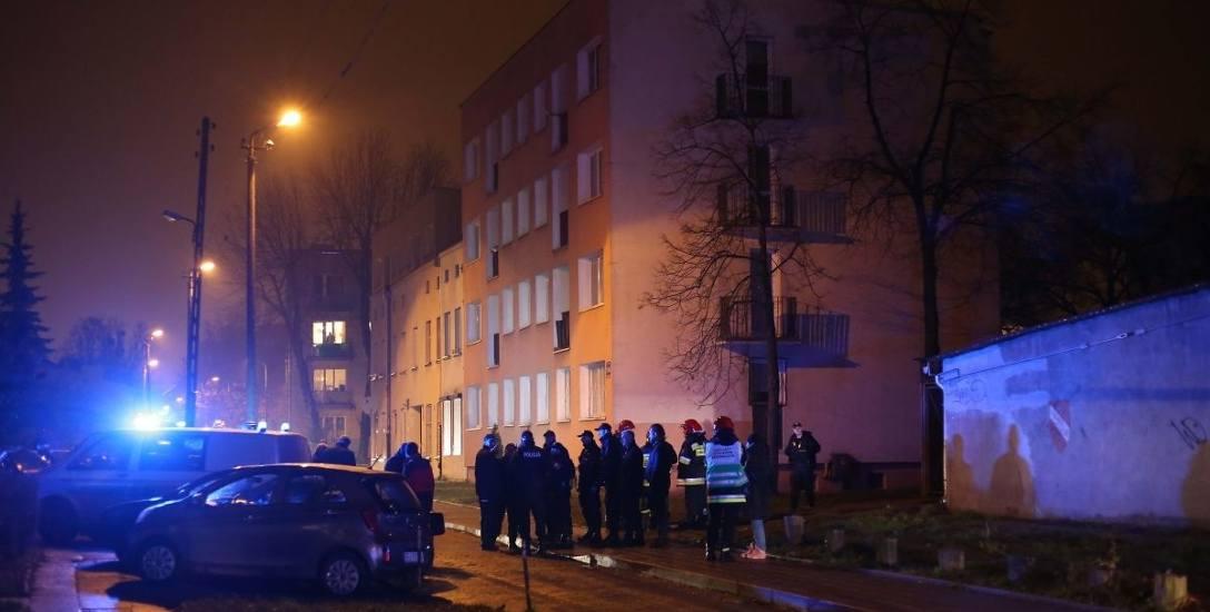 Eksplozja w bloku przy Przemysłowej! Wybuchło pudełko, ranni policjanci i strażak. Eksplodował specjalny śrut...