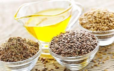 Olej lniany najlepiej kupować w sklepach ze zdrową żywnością, zielarniach oraz niektórych aptekach.
