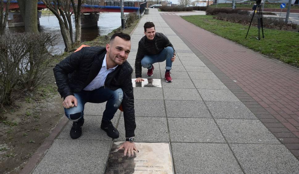 Film do artykułu: Bartosz Zmarzlik i Patryk Dudek odsłonili tablice zwycięzców Memoriału Edwarda Jancarza [WIDEO, ZDJĘCIA]