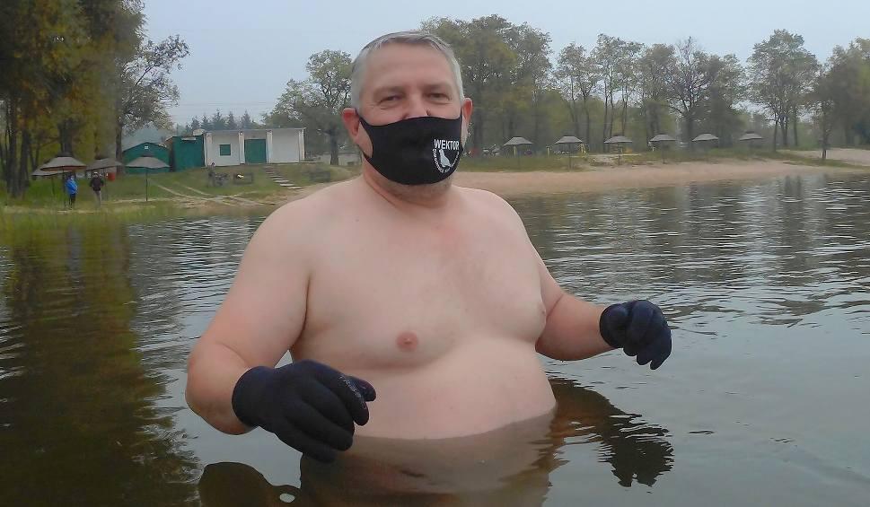 Film do artykułu: Starachowickie morsy zainaugurowały sezon. Zobacz pierwszą kąpiel [ZDJĘCIA]