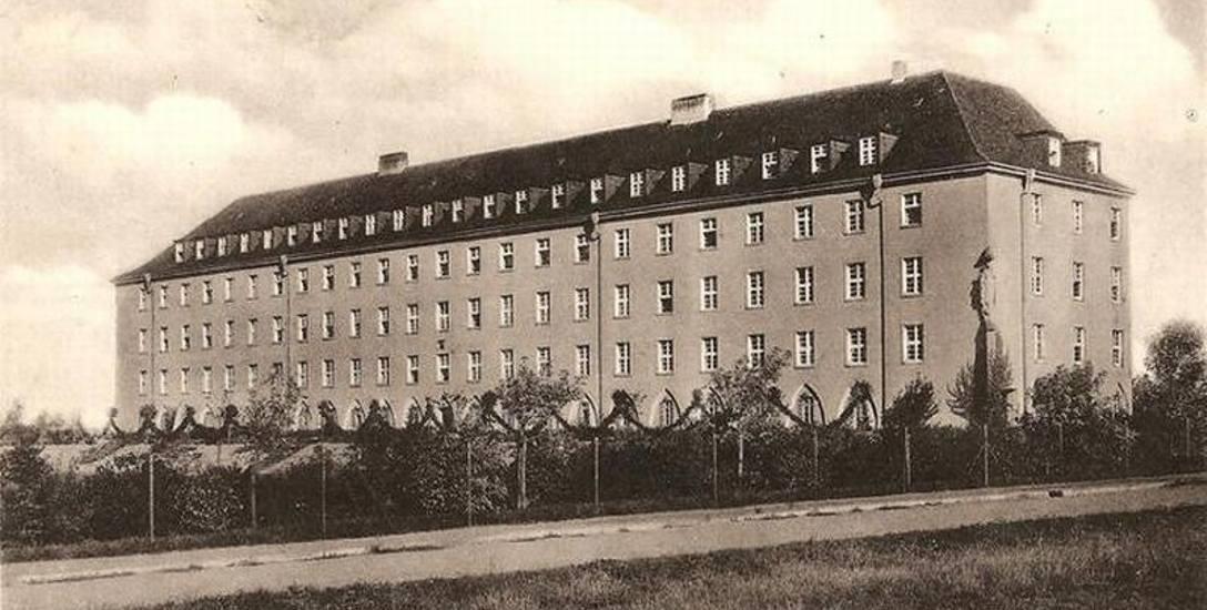 Charakterystyczny jamnikowaty budynek nazwano Maria Treu, czyli wierni Maryi.