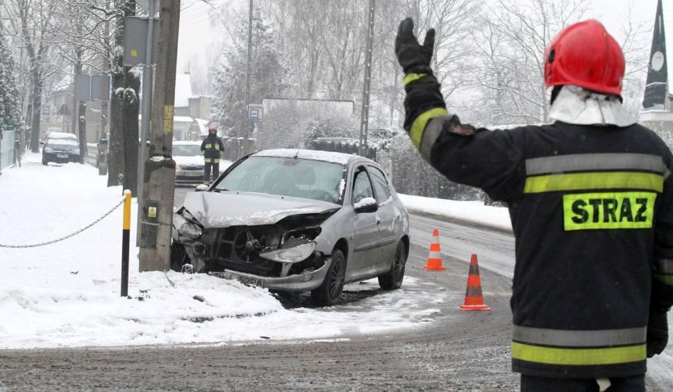 Film do artykułu: Zima na drogach w województwie śląskim. Oblodzenie i opady śniegu powodują sporo kolizji i wypadków