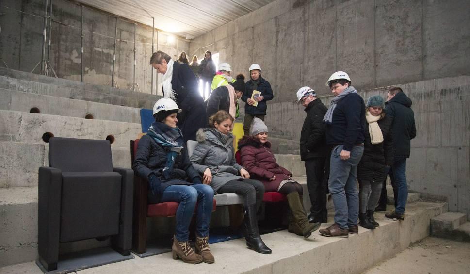 Film do artykułu: Mierzą fotele do nowej siedziby słupskiego teatru [zdjęcia, wideo]