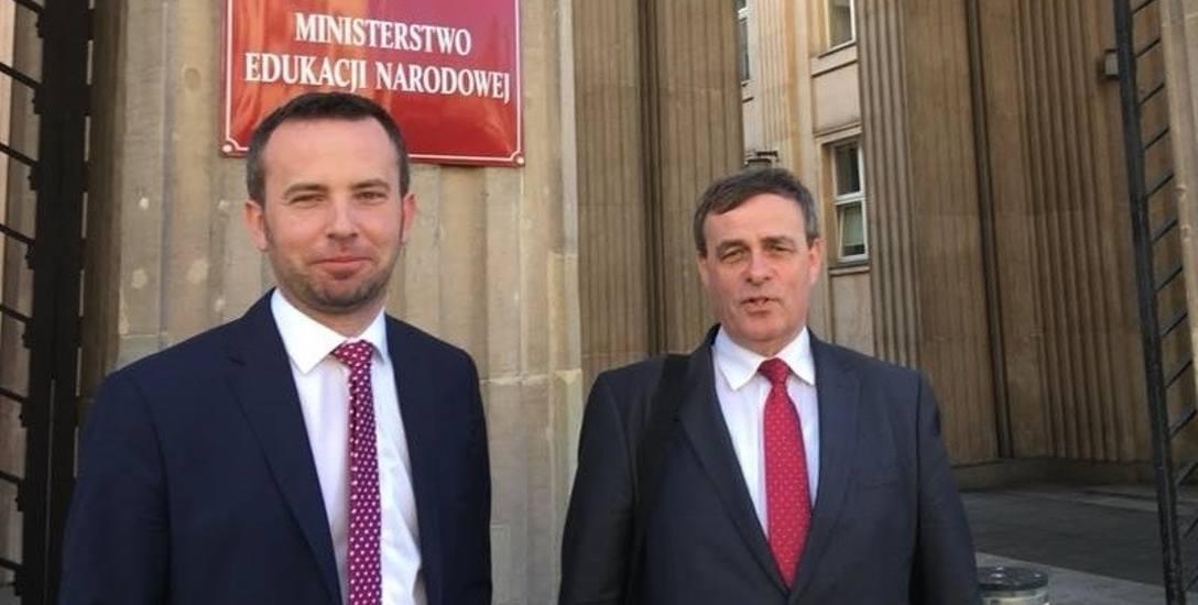Rafał Bartek i Bernard Gaida byli w środę w ministerstwie. - Wprowadziliśmy urzędników w takie zakłopotanie, że poprosili o kilka dni do namysłu - m