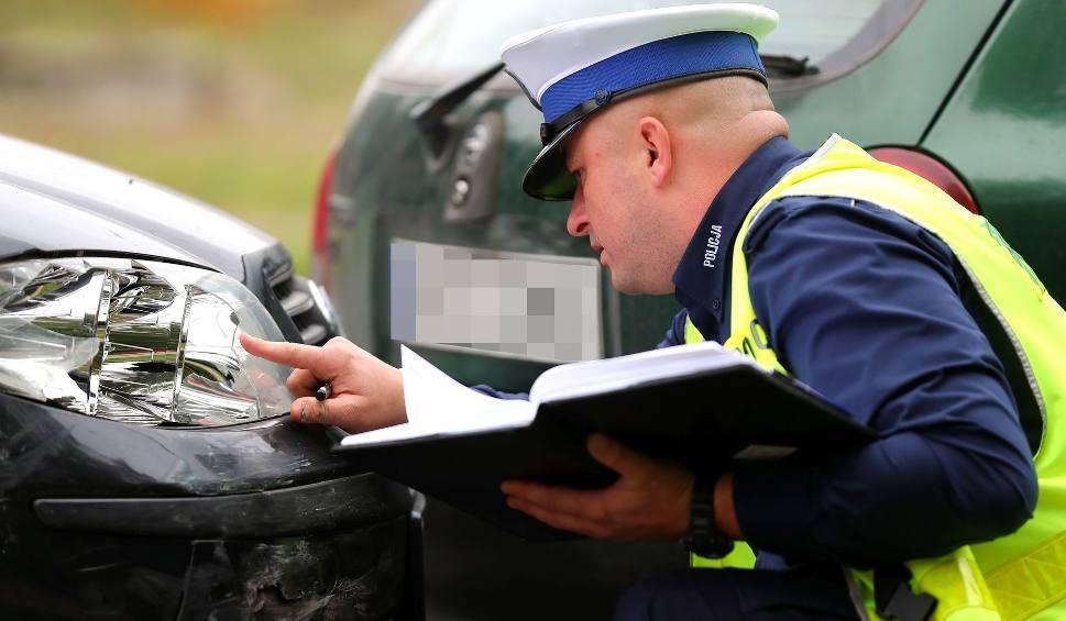 Film do artykułu: Wypadek w Stalowej Woli. Zderzyły się trzy auta, potrącony rowerzysta