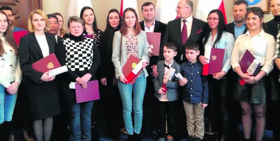 22 osoby otrzymały polskie obywatelstwo. Najmłodszy to 6-letni Rüzgar Demir