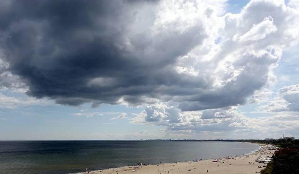 Film do artykułu: Pogoda nad morzem na weekend. Czy będzie okazja do spacerów? [KAMERKI, WIDEO, MAPY]