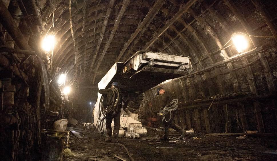 Film do artykułu: Koronawirus w kopalniach. 3323 zakażonych górników. W JSW już 1396 przypadków koronawirusa. W Pniówku 1257, przybywa chorych w KWK Zofiówka