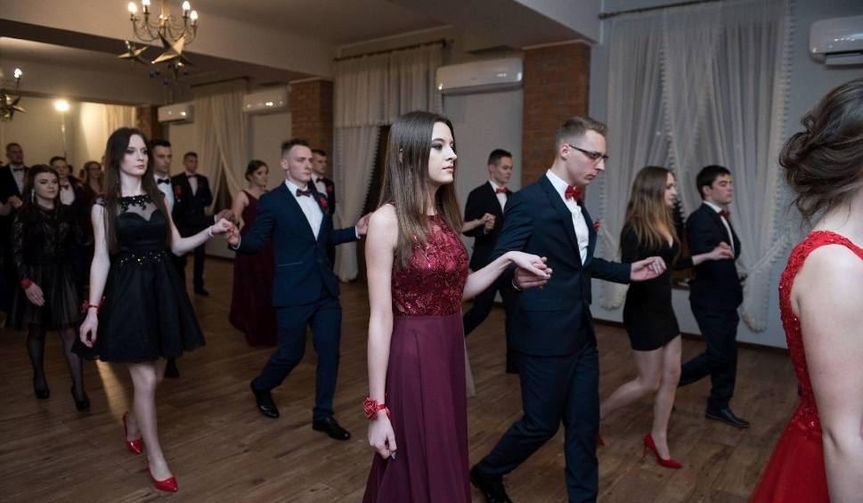Film do artykułu: Studniówka 2019 sandomierskiego Zespołu Szkół Technicznych i Ogólnokształcących w Restauracji Ceglane Kąty w Dwikozach