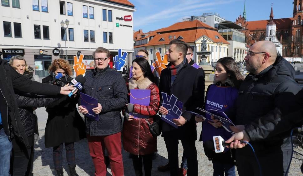 Film do artykułu: Wiosna chce dodać skrzydeł Europie. W weekend ujawni swoją jedynkę do Parlamentu Europejskiego