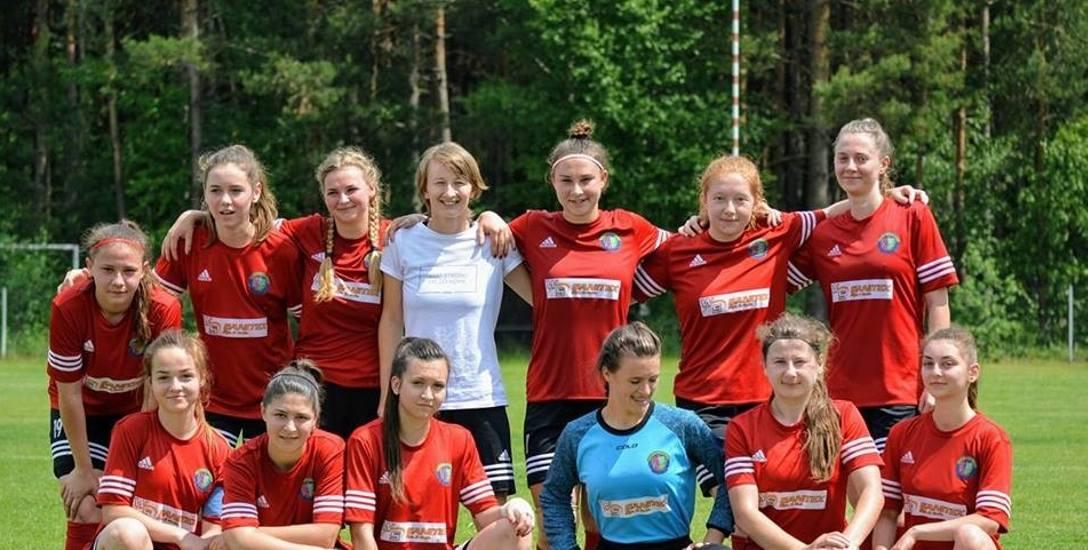 """Sandra Oleszczuk (na zdj. w górnym rzędzie pierwsza z lewej) przyznaje, że nie spodziewała się nominacji w kategorii """"Piłkarka Roku&quo"""