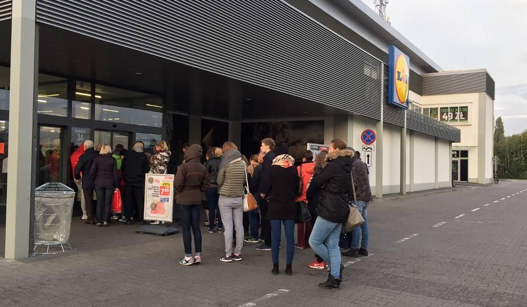 105d1b304e546 Wrocław  Klienci rzucili się na torebki Wittchen w Lidlu (ZDJĘCIA ...