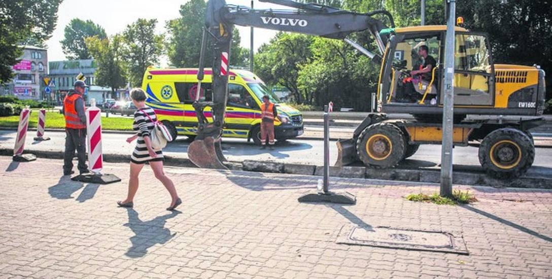 Trwa remont przystanków autobusowych na placu Dąbrowskiego