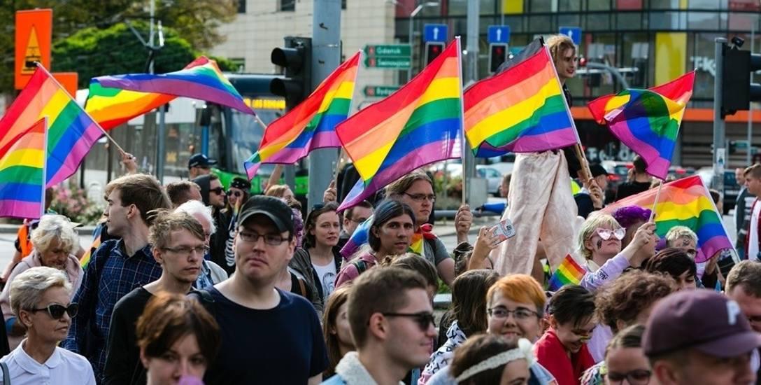 I Marsz Równości w Szczecinie. Podsumowanie wydarzenia. Policja postawiła zarzuty dwudziestu agresorom
