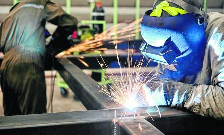 Dzisiaj brakuje w Polsce rąk do pracy w niemal wszystkich branżach. KLIKNIJ W KOLEJE SLAJDY I ZOBACZ LISTĘ ZAWODÓW DEFICYTOWYCH