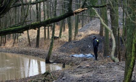 Do zdarzenia doszło przy ul. Przeskok. Około 60-letni mężczyzna wpadł do Strugi Toruńskiej. Jego ciało wydobyli z wody strażacy, jednak mimo przeprowadzenia