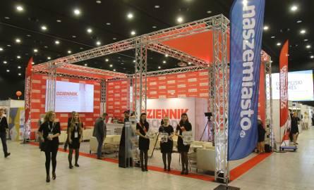 Stoisko Dziennika Zachodniego na Kongresie Małych i Średnich Przedsiębiorstw w Katowicach prezentuje się efektownie