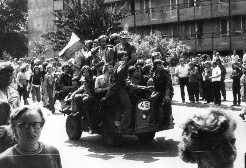 Strajki rozpoczęły się w Zakładach Metalowych im. Gen. Waltera w Radomiu.