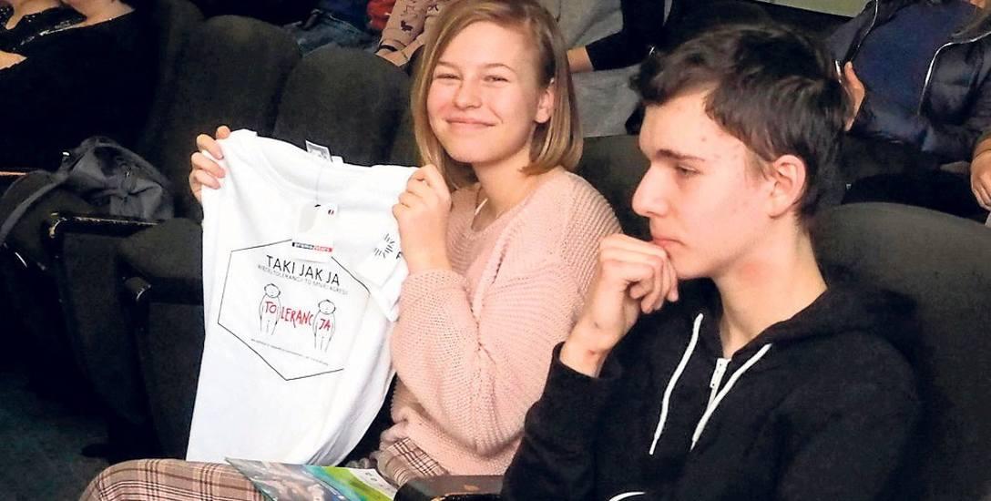 Akcji towarzyszył konkurs na logo programu. Wygrał Grzegorz Borowiecki z SP w Tymieniu. Wczoraj wśród uczestników spotkania rozdawano gotowe koszulki