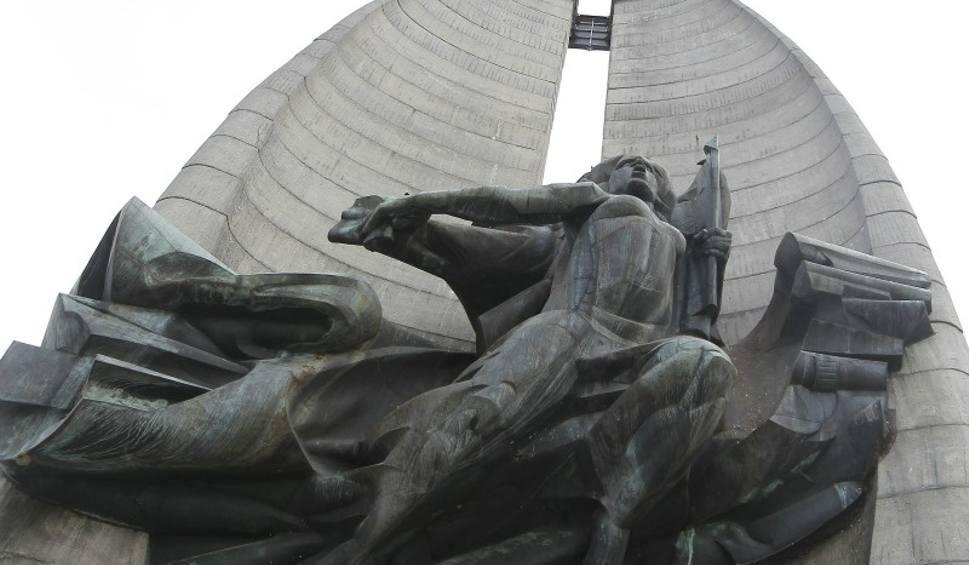 Film do artykułu: Bernardyni nie zapłacą za wyburzenie Pomnika Czynu Rewolucyjnego? Procedura dekomunizacyjna trwa