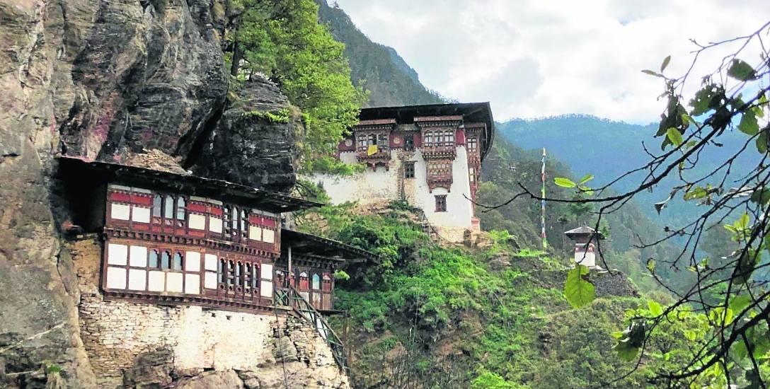 Architekci nie mają w Bhutanie pola do popisu. Panuje jeden styl, który współgra z przepiękną przyrodą. Nic nie zakłóca harmonii gór, lasów, czystych