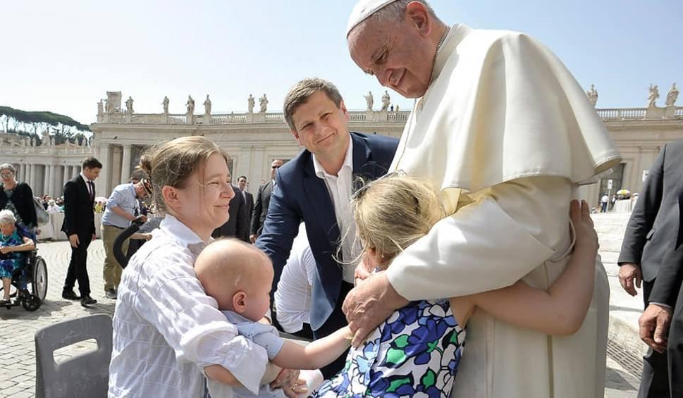 Film do artykułu: Papież Franciszek spotkał się z chorą na raka Marysią ze Świdnika. Zobacz zdjęcia
