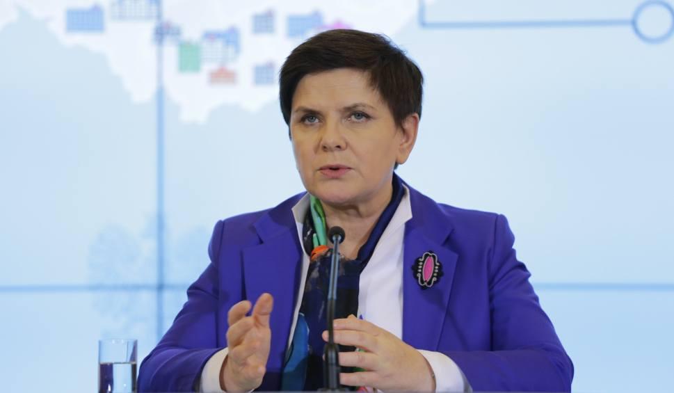 Film do artykułu: Kraków. Beata Szydło składa zeznania. Protest przed prokuraturą