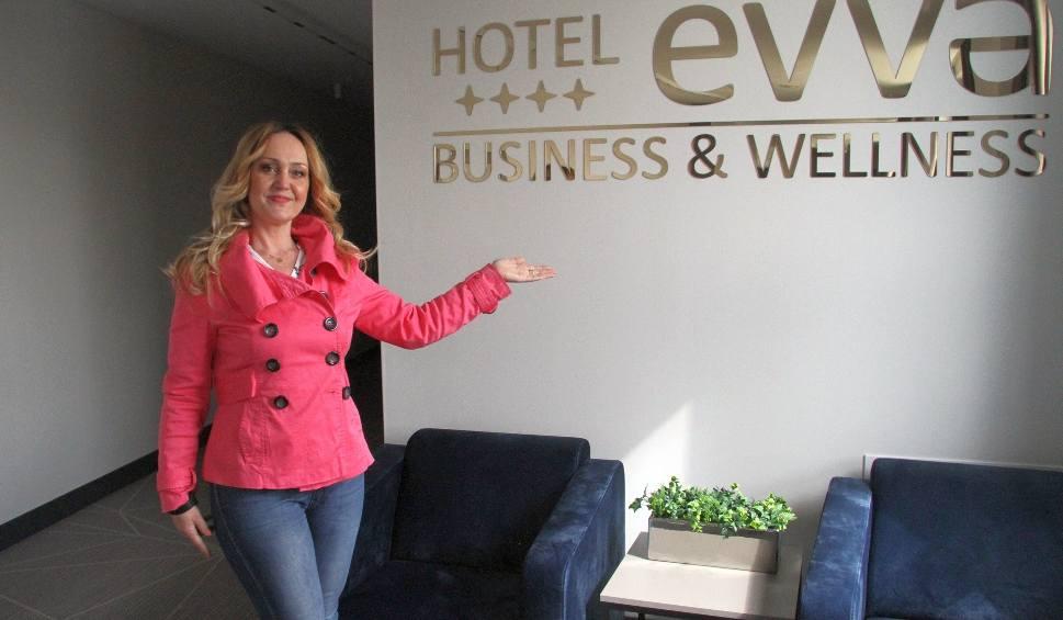 Film do artykułu: Hotel Evva**** Business & Wellness w Tarnobrzegu z basenem i sauną już otwarty! Na gości czeka luksus w eleganckiej oprawie [ZDJĘCIA]