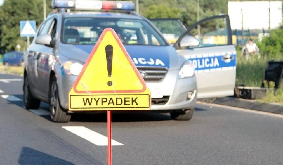Film do artykułu: Dwa wypadki pod Szprotawą. Do zdarzeń doszło na drodze krajowej nr 12 w odległości ok. 300 metrów od siebie!