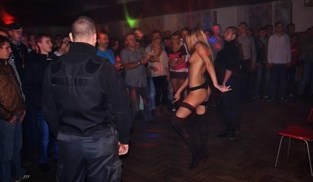 artykul erotic show kidowie szokujace imprezy remizie zdjecia