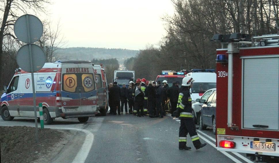 Film do artykułu: Zablokowana droga po wypadku w Piasecznej Górce. Trzy osoby ranne